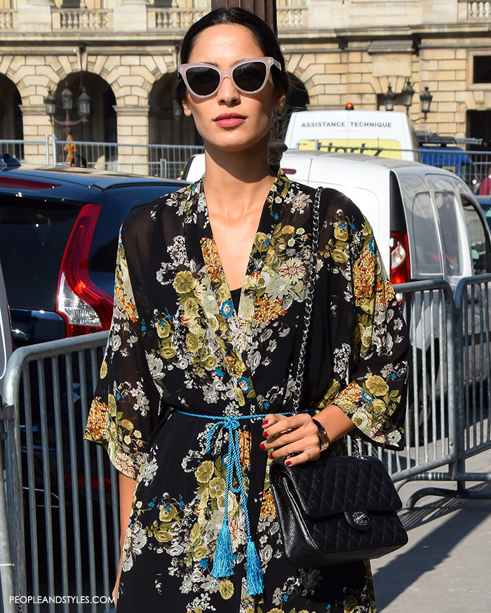 Floral midi dress girls Paris street style what to wear to work