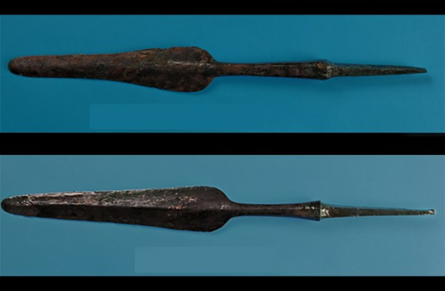 "The abundance of bronze spearhead and other weapons, not appearing in the Mesopotamia Ninivite burials, reveal the presence of ""an important warrior component,"" - Marcella Frangipane."