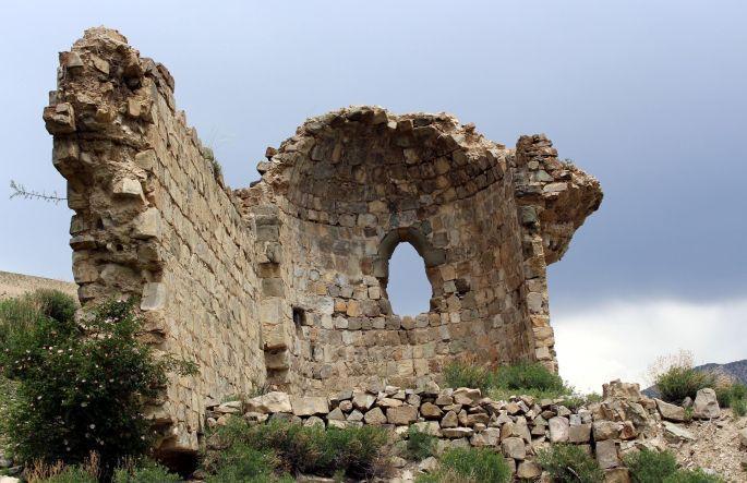 ermeni-kilisesinin-iki-duvari-kaldidb09470950669057973d