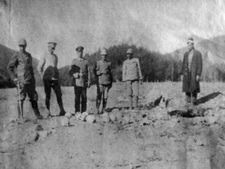 German and Turkish officers pose with the skulls of Armenian victims
