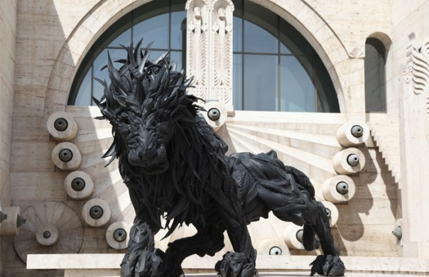 Sculpture made out of tires. Lion 2 by Ji Yong-Ho (Cascade - Armenia)