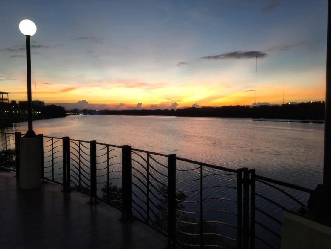 Iloilo-River-Esplanade-Sunset-Peoplesdomain