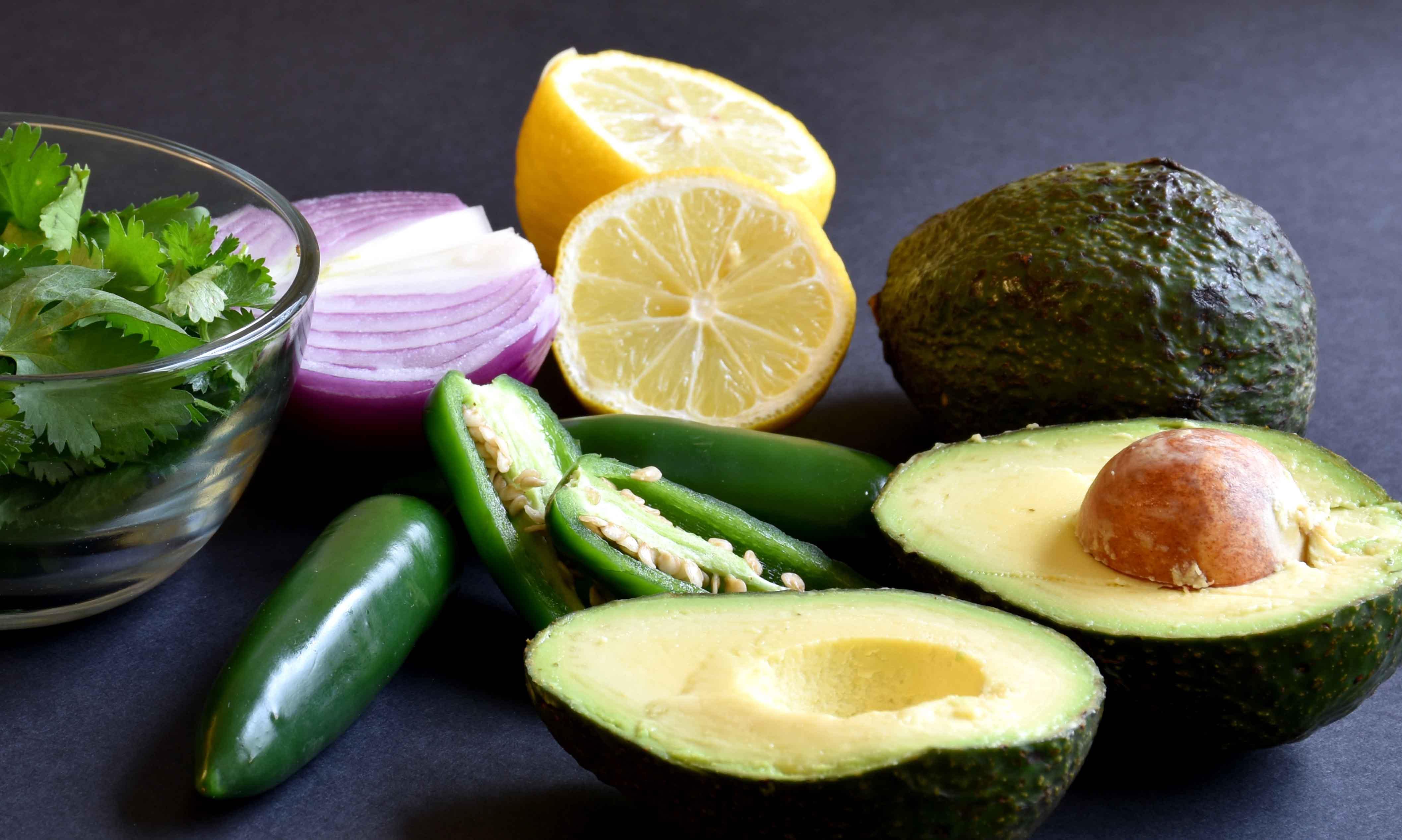 easy-homemade-guacamole-1