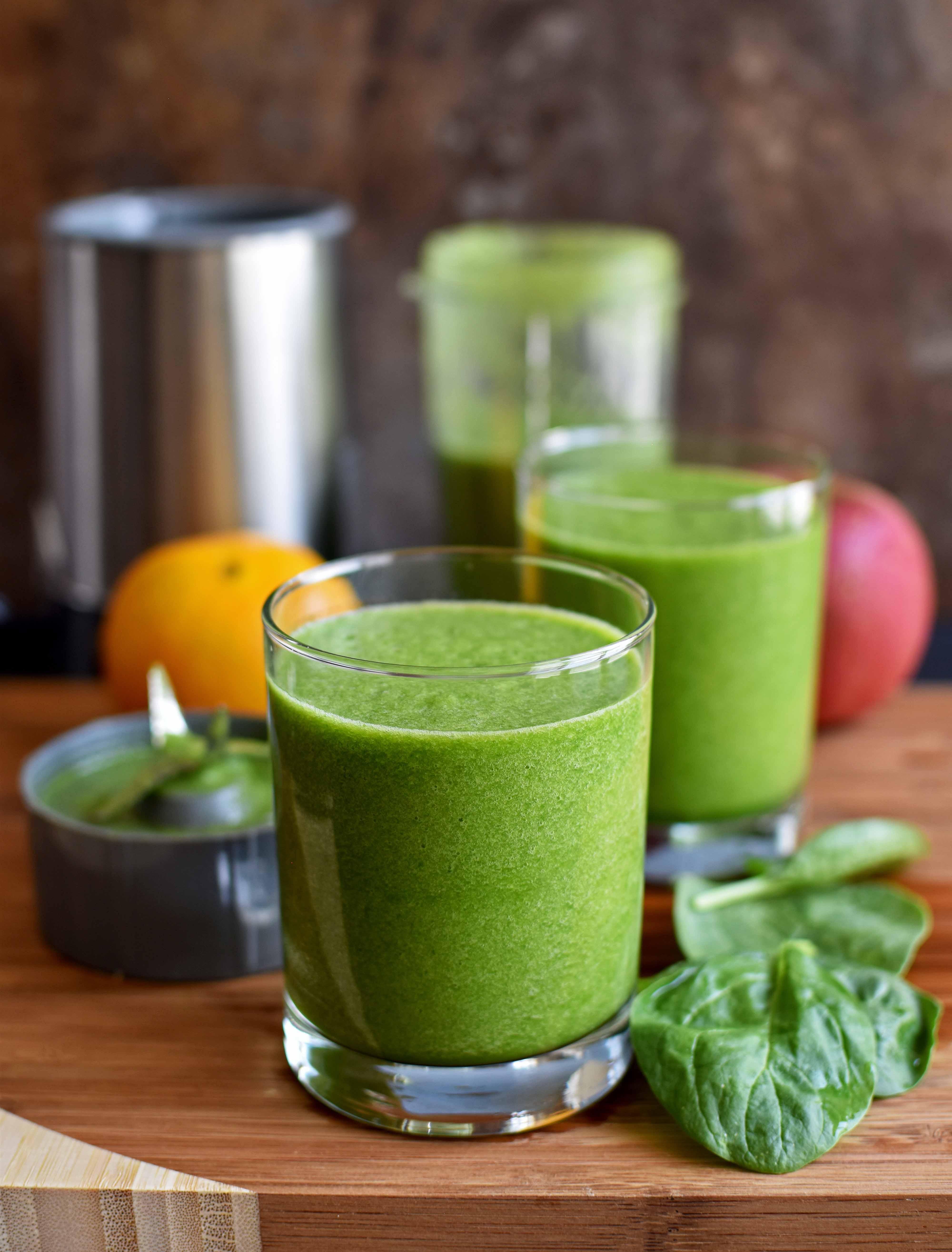 Green Smoothie - Pepper Delight #pepperdelightblog #recipe #smoothie #spinach #breakfastsmoothie
