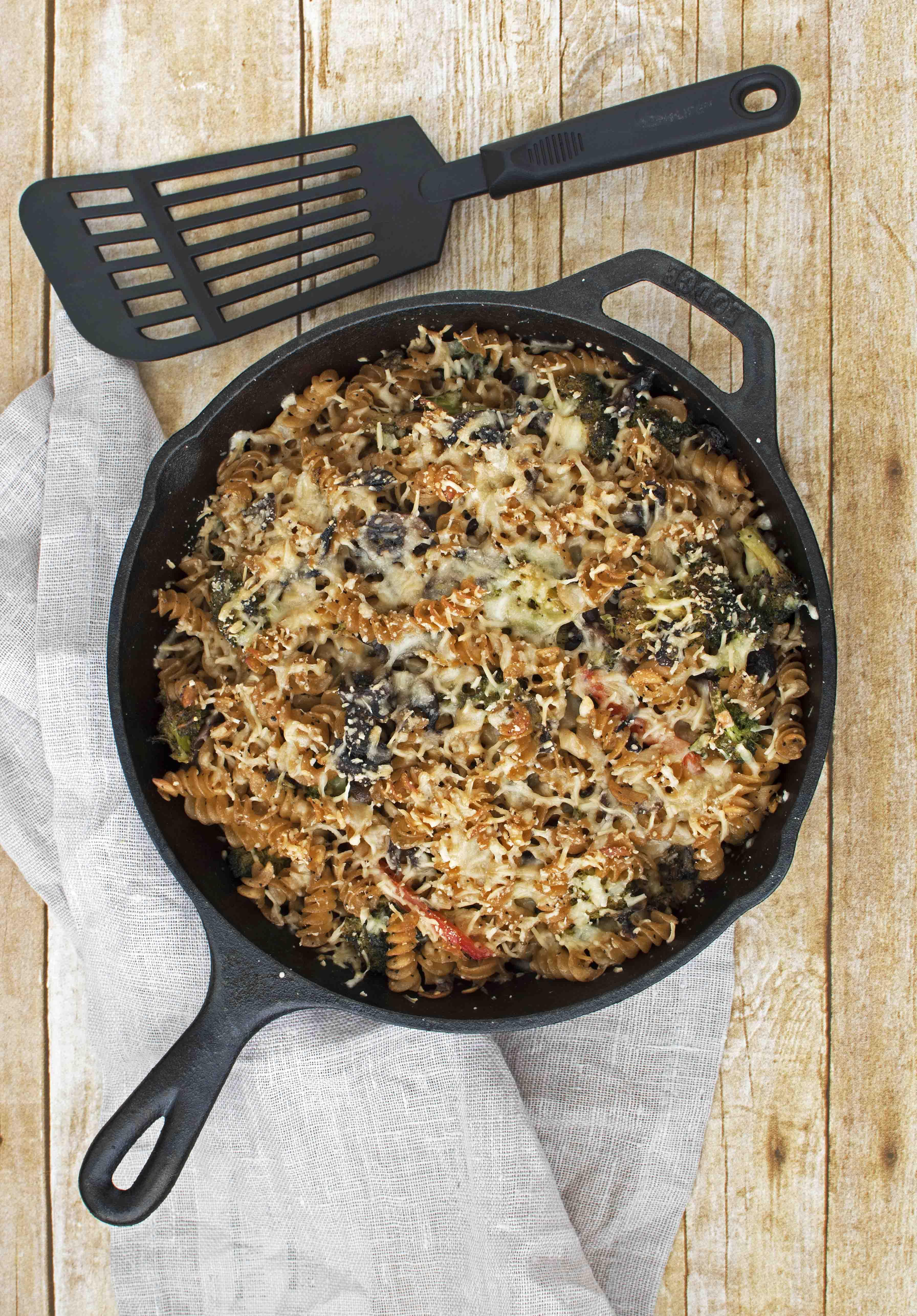 Baked Wheat Pasta with Mushrooms, Broccoli and Bell Peppers - Pepper Delight #pepperdelightblog #recipe #pasta #baked #vegeterian #meatlesspasta