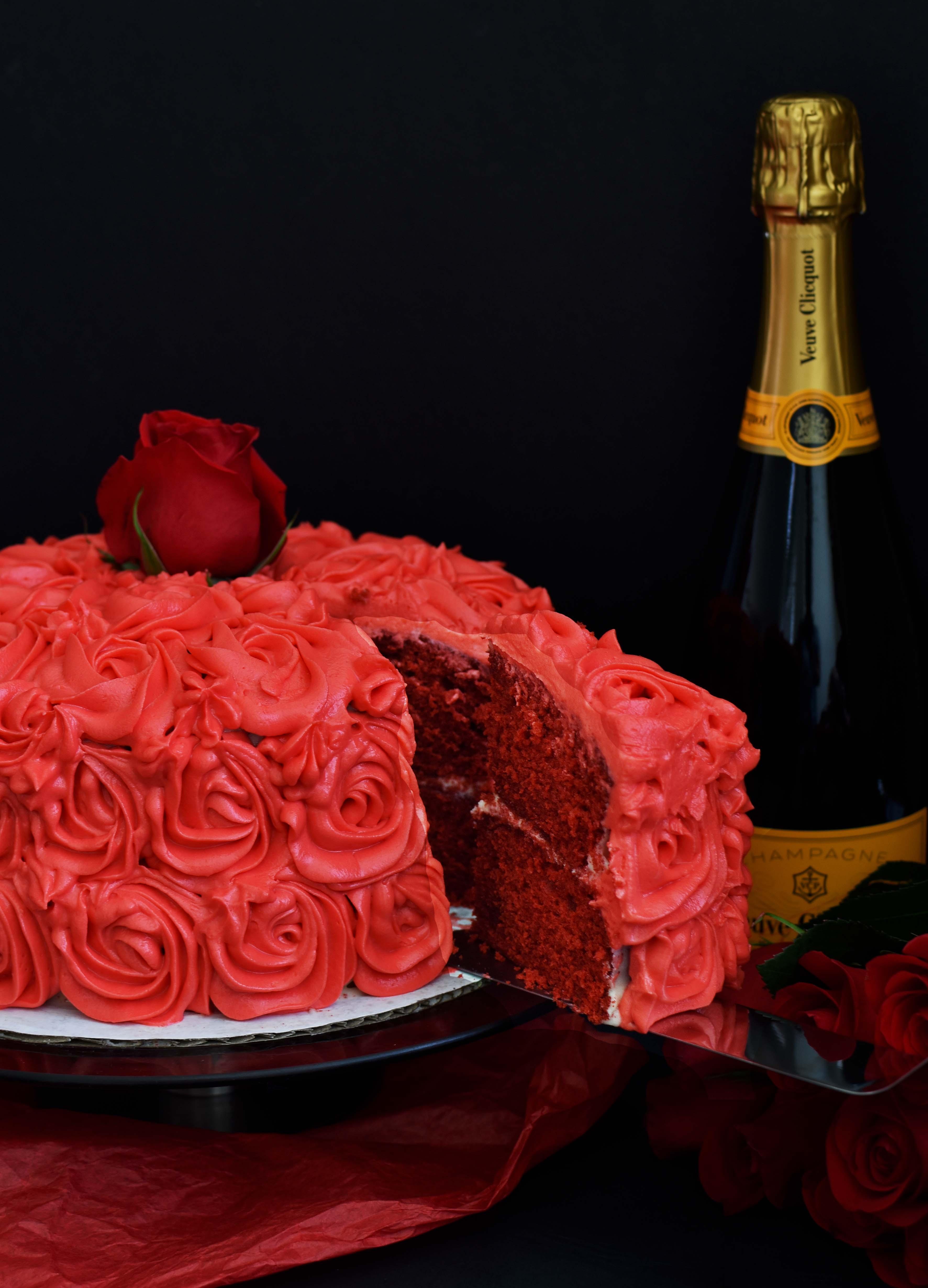 Red Velvet Cake with Cream Cheese Rosettes - Pepper Delight #pepperdelightblog #recipe #redvelvet #redvelvetcake #creamcheese #rosette #cake #rosecake
