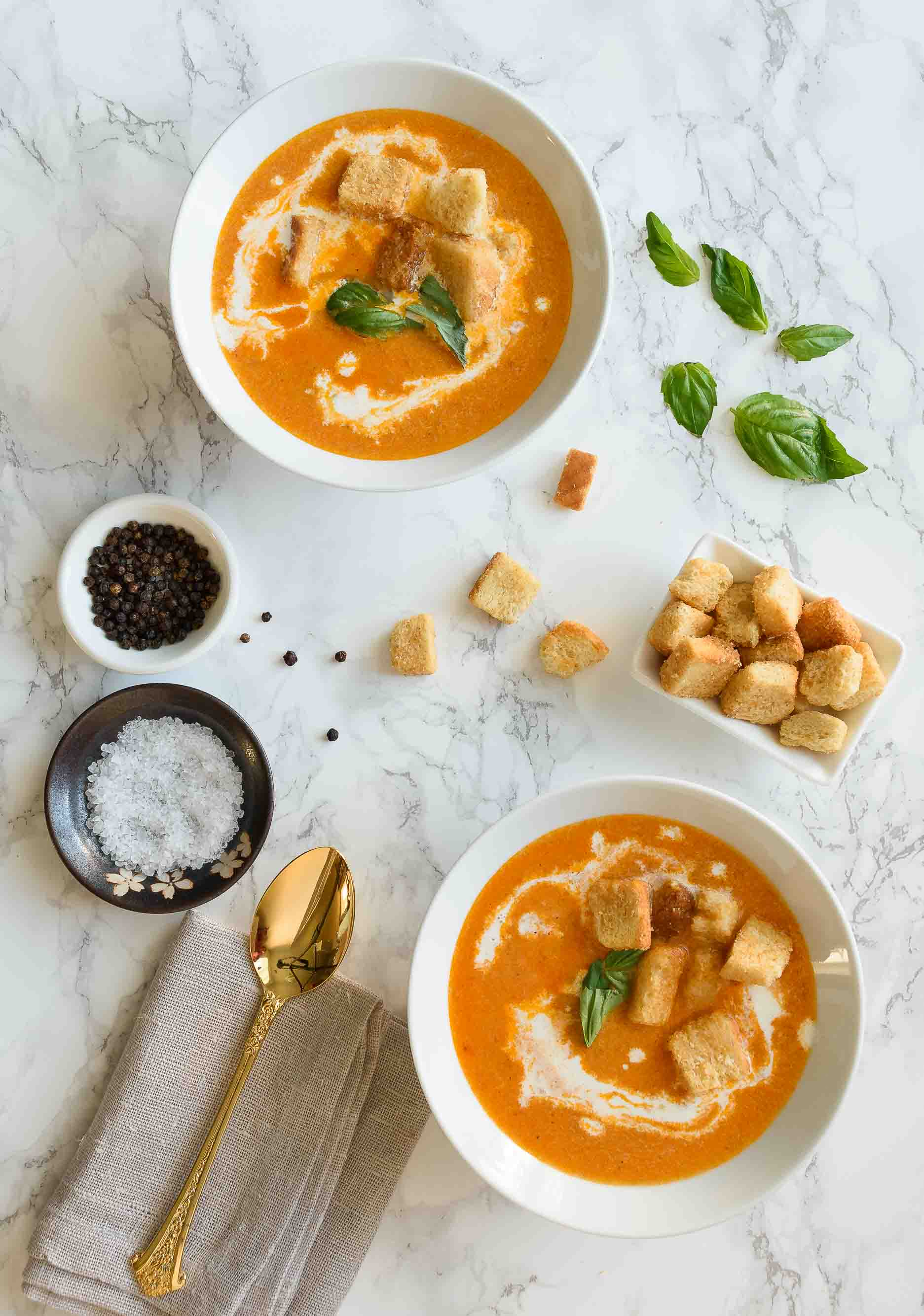 Creamy Roasted Tomato Soup - Pepper Delight #pepperdelightblog #recipe #soup #tomato #vegeterian #tomatosoup #summer #fall #healthy #cleaneating #creamysoup #roastedtomatosoup #wintersoup #appetizer #party #seasonal #lunch #basilsoup