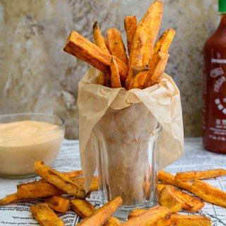 Sweet Potato Fries- Pepper Delight #pepperdelightblog #recipe #sweetpotatofries #sweetpotato #appetizer #starter #snacks #roastedpotatoes #partysnacks #vegan #vegeterian #steakfries #frenchfries