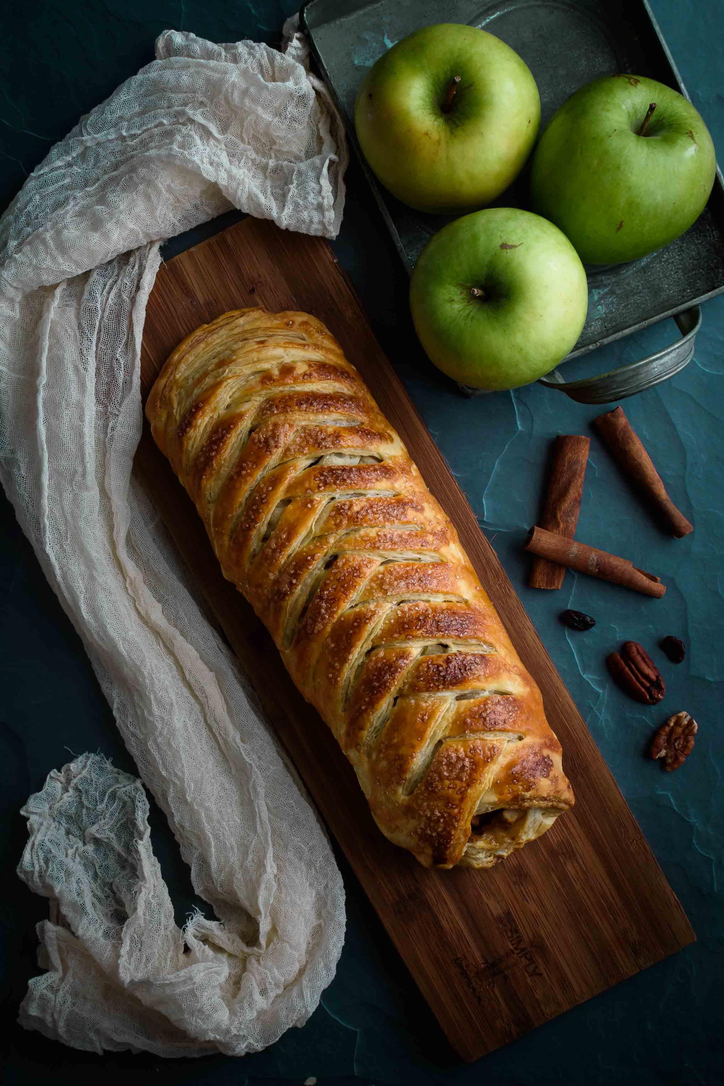 Apple Strudel- Pepper Delight #pepperdelightblog #recipe #applestrudel #strudel #dessert #falldessert #appledessert #pepperidgefarm #puffpastry #snacks #baking #holidayrecipes