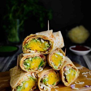 Veg Frankie- Pepper Delight #pepperdelightblog #recipe #frankie #vegfrankie #veggiewrap #vegetarian #indianfood #mumbaifood #kidslunchboxideas #mealprep #roll #wrap #kathiroll #vegetarianfrankie #streetfood #vegan #sadya #veggieburritos #indianstylewrap #meatlessmonday #rotiroll