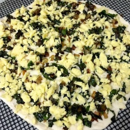 Kale and Onion Pizza_spread grated cheese