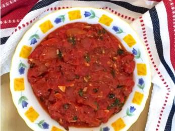 Easy Tomato Basil Pasta Sauce_PepperOnPizza.com