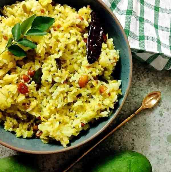 Easy, tangy and tasty seasonal raw mango rice or mangai sadam, Tamil style. Grate the mango with the peel and add peanuts for greater flavour and nutrition._PepperOnPizza.com