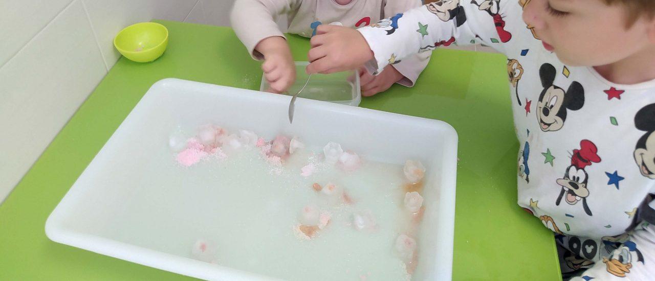 Derretimos hielos con sal de colores