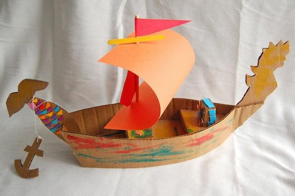 barco de cartón para hacer con los niños