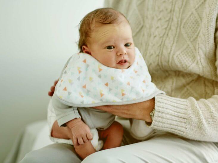 recien nacido gases eructos colico
