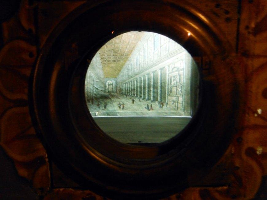 Caja óptica con una imagen © Núria A.T