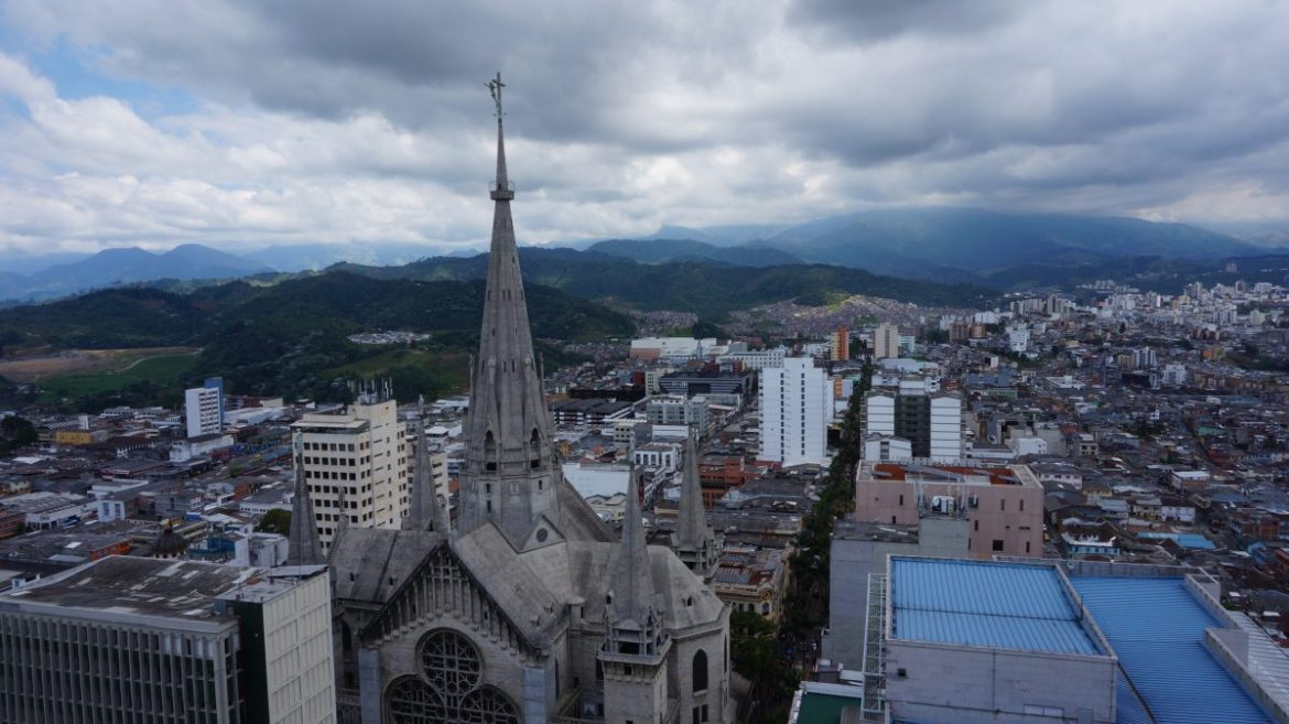 How to Live in Peace, In Manizales