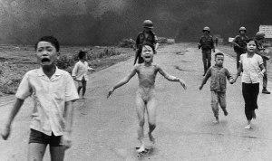 Read more about the article La bambina del napalm: il fotogiornalismo al servizio delle vittime.