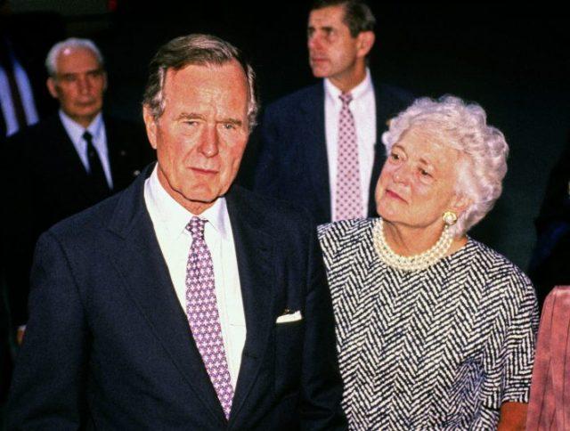 George W. Bush și soția sa, Barbara