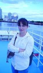 Lulu Mihăescu (Luminița Petre) are 50 de ani, este profesoară de muzică și locuiește în Vancouver.