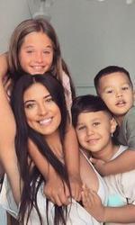 Antonia alături de toți cei trei copii