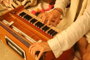 Harmonium in Kirtan