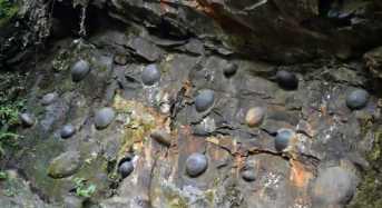Σπάνιο γεωλογικό φαινόμενο: Ένας βράχος που… γεννάει πέτρες!