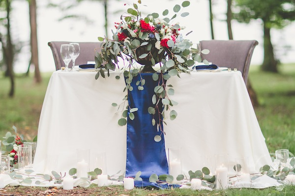 Leafy centerpiece outdoor reception