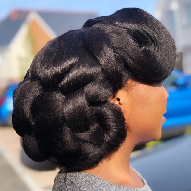 wavy structured natural hairstyle