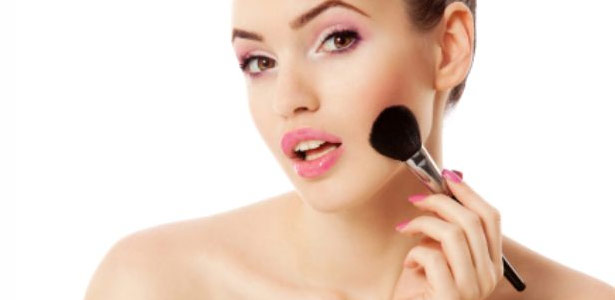 Como passar blush: dicas para não errar