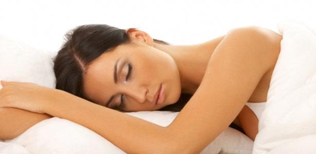 Beleza em descanso: como dormir bem pode melhorar sua aparência