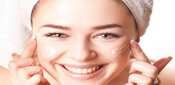 4 passos para hidratar o rosto e deixar a pele linda