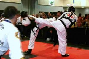 ATA 2009 World Championship - Mr. Vialdores - Blocks then returns a Roundkicks