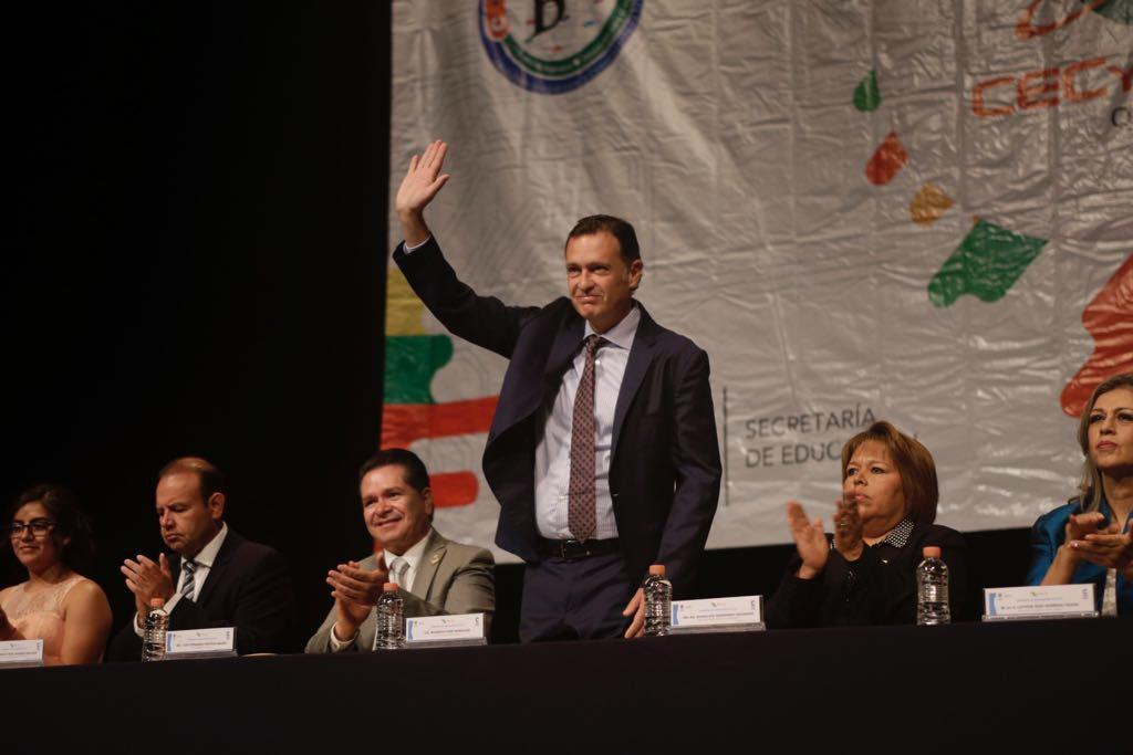 Gestiona Mauricio Kuri recursos para construir arcotecho en CECYTEQ de Corregidora.