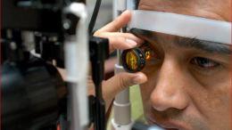 Alerta IMSS sobre daño ocular por uso excesivo de pantallas.