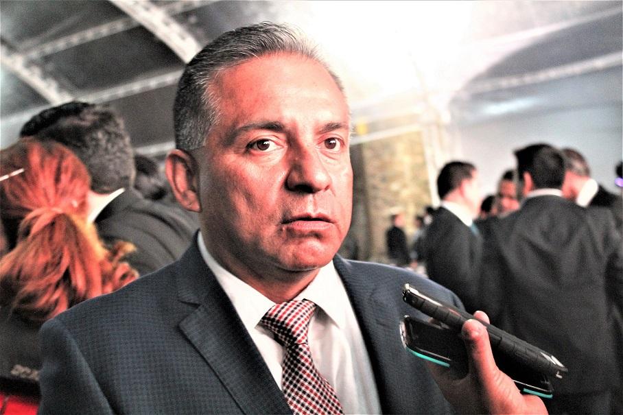 """La """"Fundación Barrios"""" apoya con becas de transporte a alumnos del CONALEP aeronáutico: Juan Barrios"""