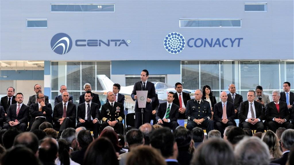 El gobernador del estado, Francisco Domínguez Servién, y el presidente de la república, Enrique Peña Nieto, inauguraron el Centro Nacional de Tecnologías Aeronáuticas (CENTA)