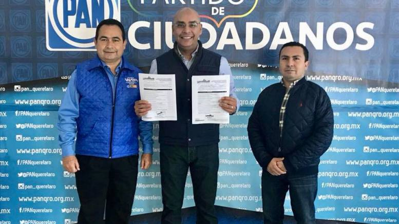 Marcos Aguilar se registra como precandidato a la Presidencia Municipal de Querétaro y al Senado de la República. Foto: Facebook.