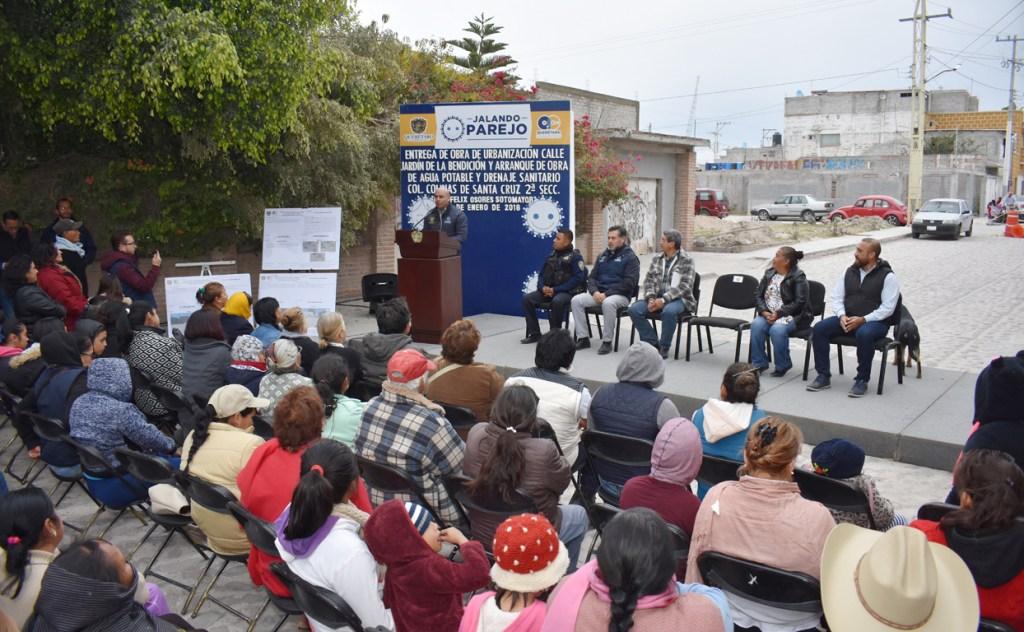 Marcos Aguilar entrega obras de urbanización en colonias de Querétaro Capital