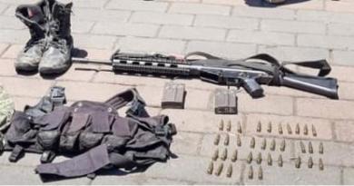 Detiene SSP a cinco en posesión de un fusil, cartuchos y droga, en Chilchota