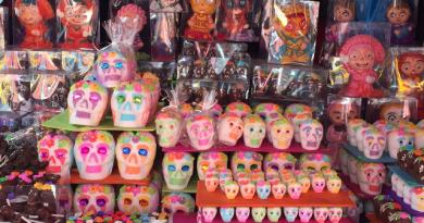 Calaveritas de dulce tradición artesanal del Día de Muertos