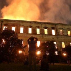 Incendio en el Museo Nacional de Brasil en Río: las impresionantes imágenes de las llamas consumiendo el edificio - BBC News Mundo