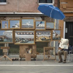 Banksy se autoinvita a la Bienal de Venecia y monta un stand ilegal