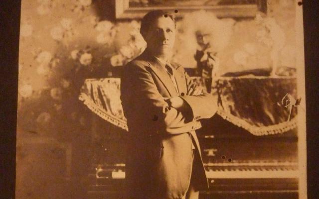 Porque en el dolor también se canta: Luis A. Calvo y la música nacional colombiana