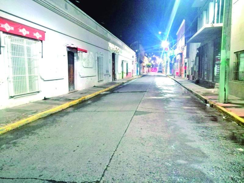 Las calles del centro de Tulancingo se han quedado desiertas a partir de las 8 de la noche, situación que parece desalentador, pero a la vez, es un rayo de esperanza el saber que la gente está acatando las medidas preventivas ante la pandemia.