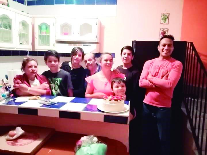Yesi Tovar en su cumpleaños y familia.
