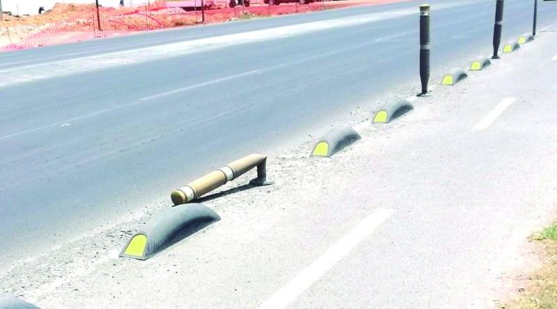 Algunos delimitadores de la ciclopista Libramiento La Joya, ya han sido dañados y se encuentran caídos. Usuarios piden a las autoridades mantenimiento correspondiente, para que se mantenga ese espacio de movilidad alterna en buenas condiciones.