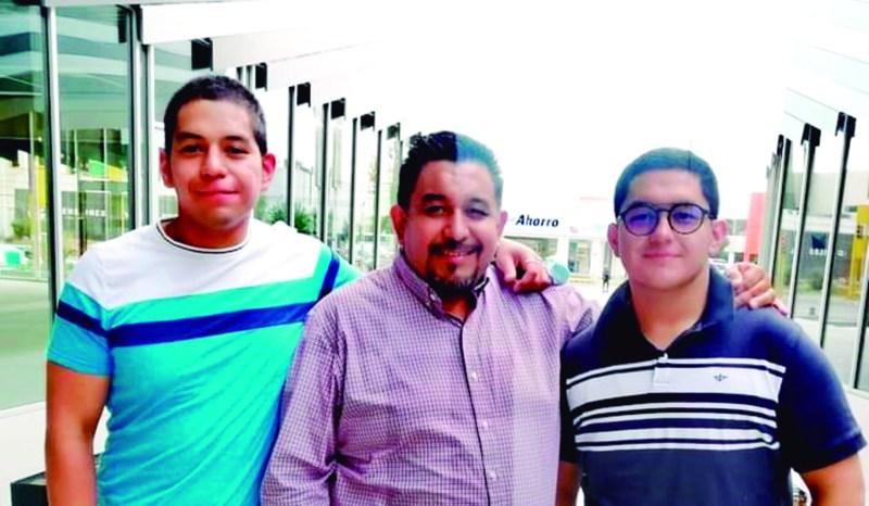Fernando y sus hijos.