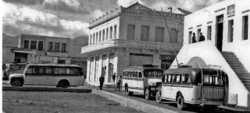 Ρετρό: Τα πρώτα λεωφορεία της Αθήνας – Ένας τόπος συνάντησης κι επικοινωνίας